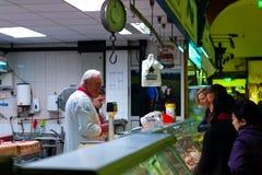 英国市场,一个市政食物市场在黄柏,城市的著名旅游胜地的中心 库存图片