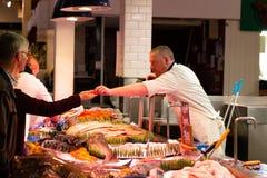 英国市场,一个市政食物市场在黄柏,城市的著名旅游胜地的中心 库存照片