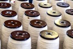 英国挥动和纺织工业的传统羊毛卷轴 库存图片