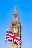 英国旗子和伦敦视域 免版税图库摄影