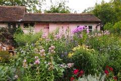 英国村庄庭院 免版税图库摄影