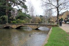 英国村庄脚桥梁 免版税库存图片