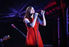 英国歌手苏菲米歇尔埃利斯Bextor执行在费斯特期间在米斯克,白俄罗斯 库存图片