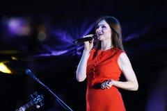 英国歌手苏菲米歇尔埃利斯Bextor执行在费斯特期间在米斯克,白俄罗斯 免版税图库摄影