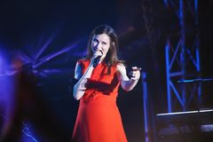 英国歌手苏菲米歇尔埃利斯Bextor执行在费斯特期间在米斯克,白俄罗斯 免版税库存照片