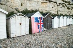 英国海滩小屋行  免版税库存照片