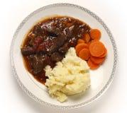 英国牛肉和蕃茄炖煮的食物从上面 库存图片