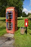 英国电话和过帐配件箱 免版税库存图片