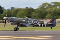 英国皇家空军皇家空军不列颠战役纪念飞行Supermarine烈性人LF Mk lXc - MK356 库存图片