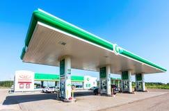 英国石油加油站在夏日 英国石油我 免版税库存照片