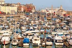 英国端口的游艇海滨广场 免版税图库摄影