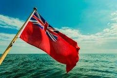英国红色少尉从游艇挂的英国海旗子 图库摄影