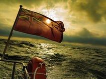英国红色少尉从游艇挂的英国海旗子 免版税库存照片