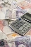 英国纸币和计算器 库存图片