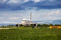 英国航空公司乘出租车在萨格勒布机场的空中客车 库存照片