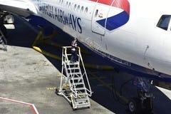 英国航空公司喷气机,关闭装货舱口盖 免版税图库摄影