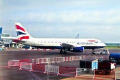 英国航空公司飞机在斯希普霍尔机场,阿姆斯特丹,荷兰 免版税库存图片