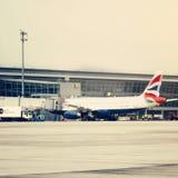英国航空公司飞机在阿姆斯特丹史基浦机场 图库摄影