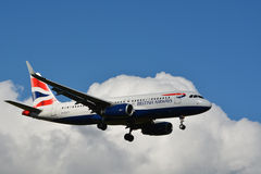 英国航空公司/空中客车Industrie A 318-321 (G-EUYT) 免版税库存图片
