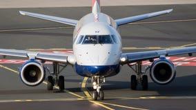 英国航空公司CityFlyer巴西航空工业公司飞行 免版税库存照片