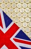英国英国国旗旗子和货币 新的1英镑硬币 免版税库存照片