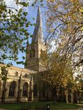 英国英国德贝郡切斯特菲尔德弯曲的尖顶 库存图片
