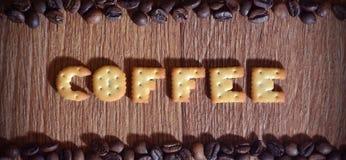 英国词' Coffee' 组成盐薄脆饼干信件 库存图片