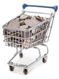 英国购物车硬币被装载的购物的银 库存图片