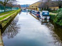 英国运河在哈德斯菲尔德 免版税库存照片