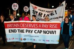 英国需要薪水上升-现在结束盖帽抗议游行 库存照片