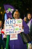 英国需要薪水上升-现在结束盖帽抗议游行 库存图片