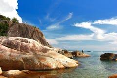 英国细致的空白海岛海岛掌上型计算机天堂沙子含沙唾液结构树绿松石处女的水 酸值Samui,泰国 免版税图库摄影
