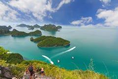 英国细致的空白海岛海岛掌上型计算机天堂沙子含沙唾液结构树绿松石处女的水 酸值Samui,泰国 库存图片