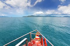 英国细致的空白海岛海岛掌上型计算机天堂沙子含沙唾液结构树绿松石处女的水 酸值Samui,泰国 免版税库存照片