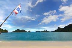 英国细致的空白海岛海岛掌上型计算机天堂沙子含沙唾液结构树绿松石处女的水 酸值Samui,泰国 免版税库存图片