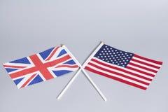 英国(英国)和美国国旗 免版税库存照片