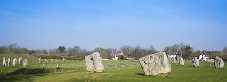 英国Avebury石圈子常设的石头 免版税库存图片