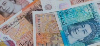 英国bancknotes关闭,包括5磅笔记, 10磅笔记, 20英镑笔记 免版税库存照片
