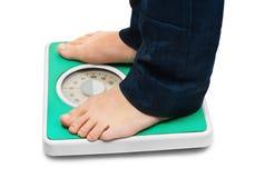 英尺缩放比例重量妇女 免版税图库摄影
