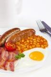 英式早餐烟肉蛋香肠豆蕃茄 免版税库存照片