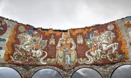 英王乔治一世至三世时期军用高速公路,乔治亚- 2015年9月13日:俄国英王乔治一世至三世时期友谊曲拱纪念碑 免版税库存照片