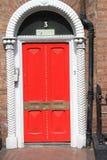英王乔治一世至三世时期红色门 免版税图库摄影