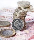 英磅纸币和硬币 免版税图库摄影