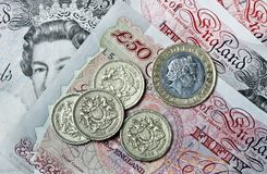 英磅纸币和硬币 图库摄影