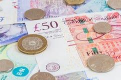 英磅钞票和硬币背景 免版税图库摄影