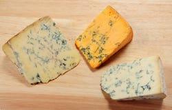 英语蓝色董事会的干酪 图库摄影