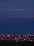 英里高市丹佛在晚上之前 库存照片