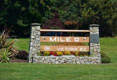 英里0,起点高速公路1在BC维多利亚,加拿大 库存照片