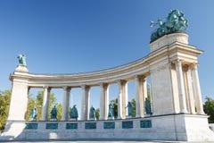 英雄的柱廊在布达佩斯摆正,其中一个主要正方形 图库摄影