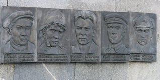 英雄雕塑在克里姆林宫,喀山,俄联盟 库存图片